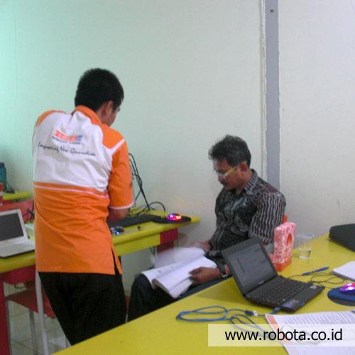 Pelatihan Guru Robotika