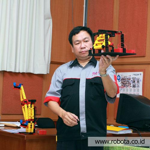 Seminar Manfaat Robotika