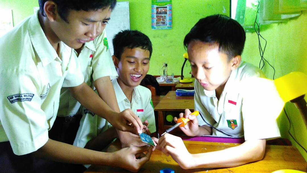 Ekstrakurikuler Robotik SMP Birrul Walidain Sragen