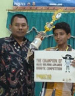 Kontes Robot JUARA 1 Kontes Robot SMANISDA Cup 2014 Sidoarjo